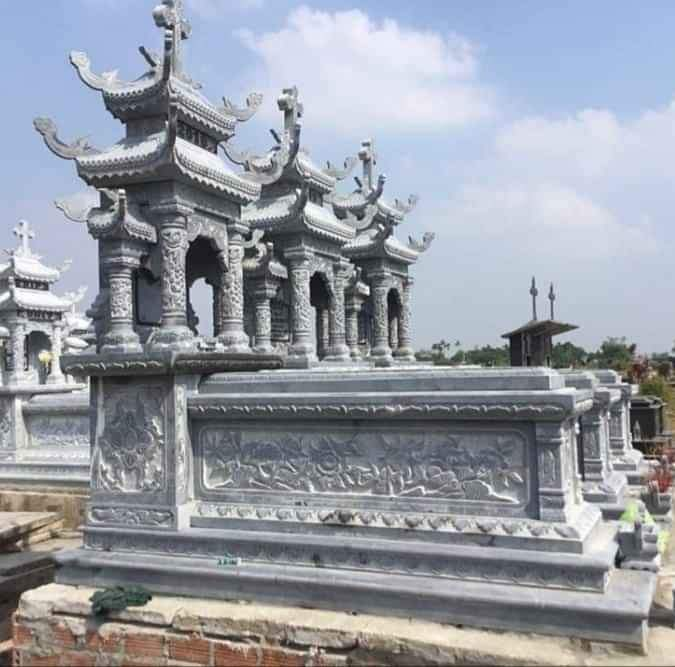 Mẫu Mộ đá Công giáo đẹp được thi công, xây dựng tại Nam Định năm 2020 bằng đá xanh tự nhiên, nguyên khối, cao cấp, loại đá được chọn lọc rất kỹ lưỡng trước khi gia công, chế tác.
